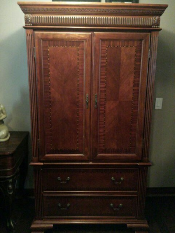 brown wooden armoire ff4bdf71-2723-4ef0-b2bb-afbaf1c4b8ca