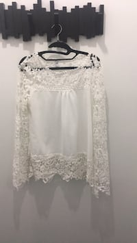 white lace long-sleeved blouse Montréal, H1J 2X1