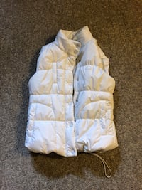 White vest size small never worn Mississauga, L5C 2B1