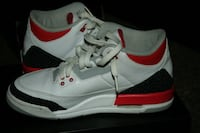 white-and-red Air Jordan basketball shoes Tuscaloosa, 35405