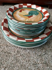 8 small rooster plates. 4 big rooster plates