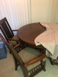 Dining table with 3 chairs & leaf