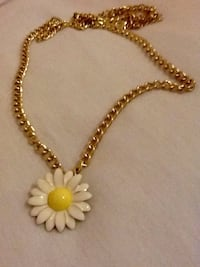 white and gold-colored flower pendant chained necklace Doonside, 2767