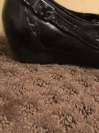 Ladies black shoes slight wedge size 6 Barrie, L4N 1G6