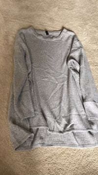 H&M Gray scoop-neck long-sleeved shirt Mississauga, L5L 5H7