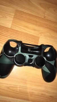 Black and gray sony ps4 controller Vaughan, L6A 2H3