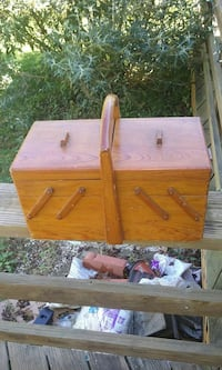 Wooden sewing box Winchester, 22602