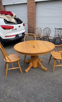 4 chairs/ dining table  Alexandria, 22315