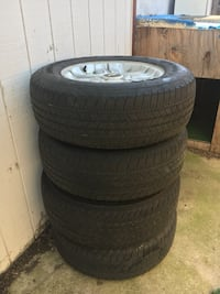 2013 Chevy tires and rims      Size 285/65R18