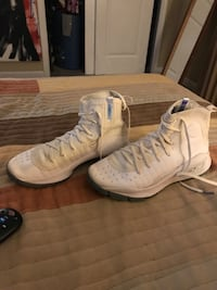 pair of white Nike basketball shoes Fairfax Station, 22039