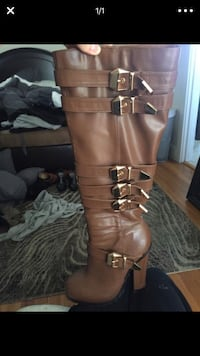 unpaired brown leather side-zip chunky-heeled wide-calf biker boot