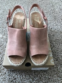 TOMS Monica Bloom Suede women's size 6 wedges Gainesville