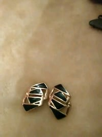 Gold and black Earings Miamisburg, 45342