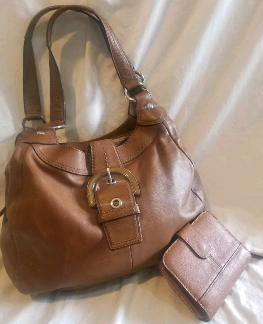 Photo Brown Leather Coach Purse & Wallet
