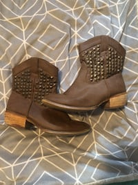 Women's boots size 7 548 km