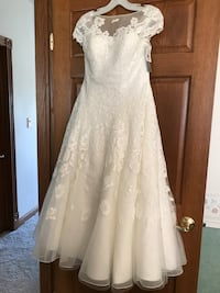 Tee length wedding dress tag is still on it never been used or worn. From David's Bridal size 8  Urbandale, 50322