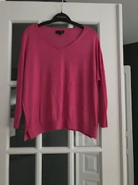 Sweater from Top Shop, size small. Loose sleeve and fits just below waist  Montréal, H1J