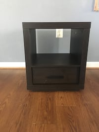 Side table $15 pick up on quantico or meet at 610 price firm Dumfries, 22026