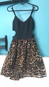Cute dress with cut outs at hips SIZE SMALL Toronto, M6L 1L1