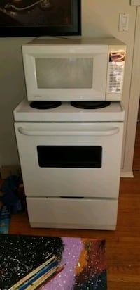 Stove and Microwave  Guelph, N1H 6R3