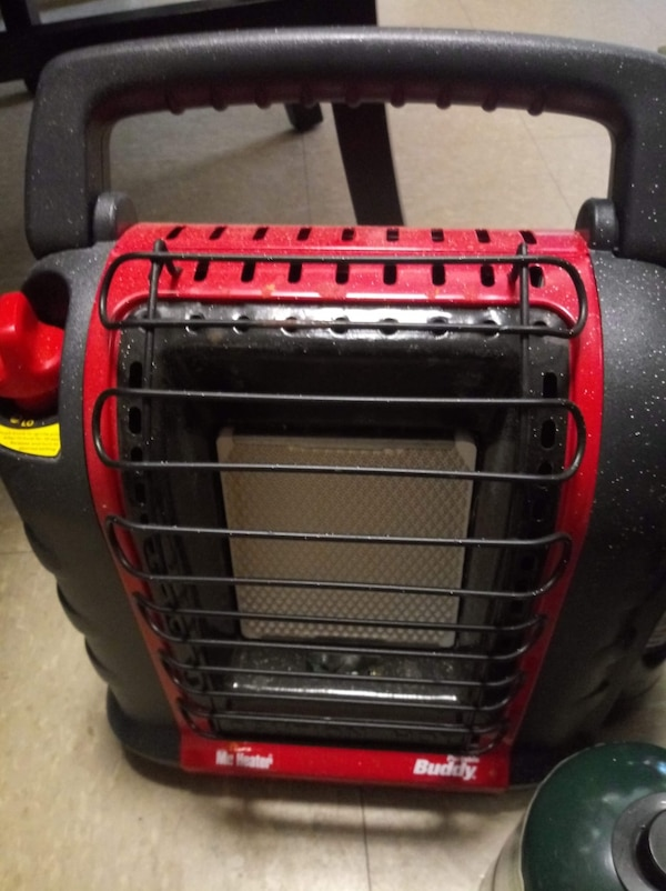 2 gas mr heaters with tanks and comes with extra gas tanks they work