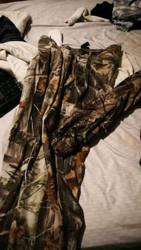 Camo gear hardly used large pants