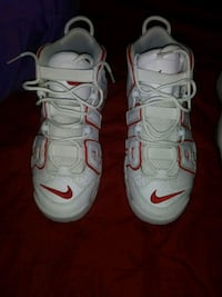 pair of white Nike basketball shoes size 7 Tucson, 85706