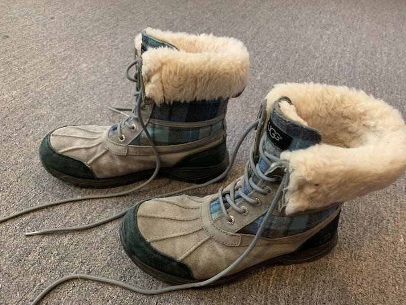 Ugg winter shoes with receipt like new unisex 83859a0a-df68-4f2a-89f0-e854b3bfb7f7