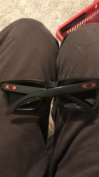 black and red Oakley sunglasses Tigard, 97223