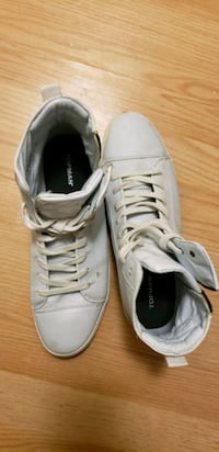Belles chaussures blanches