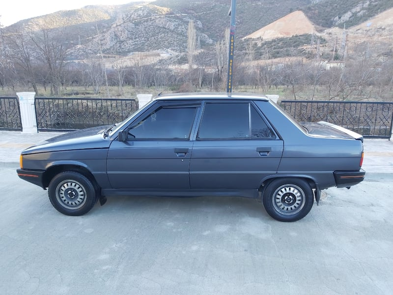 1991 Renault 9 9c13738a-7b45-4e88-9781-47fae13aed05