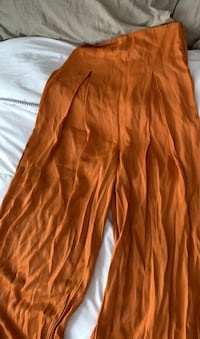 Beautiful orange wide leg high waist pants Toronto, M6B 2Y7