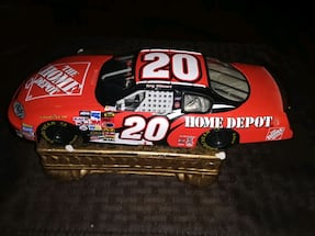 VINTAGE COLLECTABLE TONY STEWART DIE CAST THE HOME DEPOT CAR 1:24