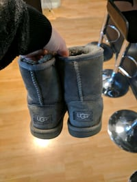 pair of grey UGG boots kids size 13 pick up downto Toronto, M4Y