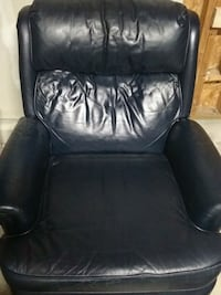 Blue leather recliner Delaware, 43015