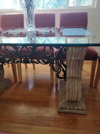 Thomasville Dining Room Table and Chairs Los Angeles, 91356