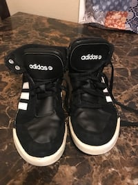 Black Adidas size 4 in good used condition  Palmdale, 93550