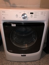 Maytag dryer. Perfect condition 2015 559 km