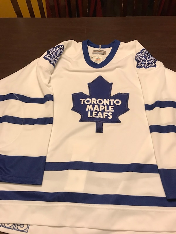 official photos 18184 71484 Toronto Maple Leafs CCM Authentic Jersey size 48