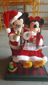 Mickey Mouse and Minnie Mouse figurines Delhi charter Township, 48842