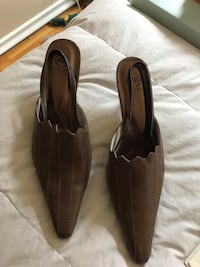 Ladies Boston Belle shoes from NZ. Never worn, size 9. Pd 100.00 Calgary, T2J 2N4