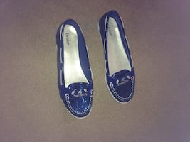 Women's size 10 blue boat shoes worn once.