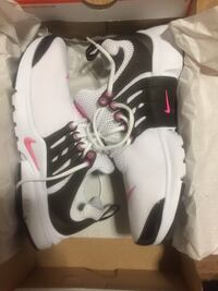 Ladies Nike Pegasus.. women size 8 ..kids size 6. In excellent condition worn 2 times