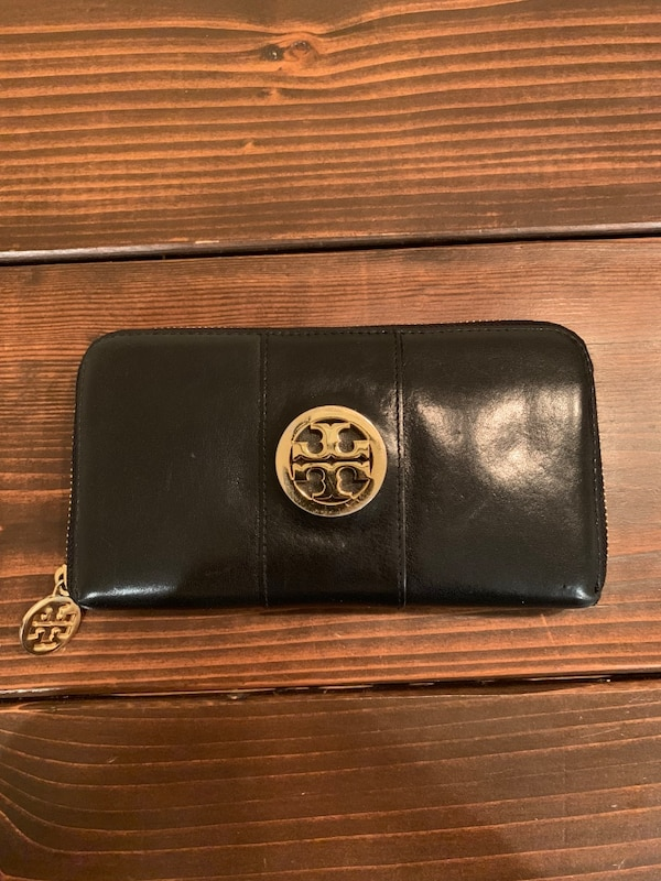 black Michael Kors leather long wallet