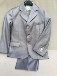 Boys 3 piece grey suite,size 5 Toronto, M3B 1J6