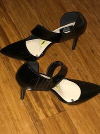 pair of black leather pointed-toe pumps Manassas, 20109