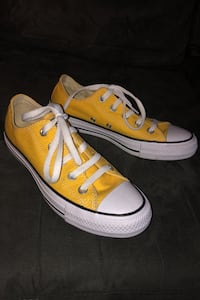 Yellow Converse All Stars- like new size 6 Toronto, M9P 1A9