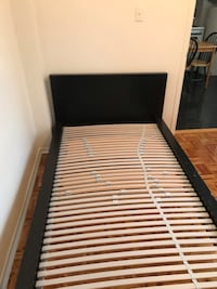 White and black wooden bed frame Montreal, 92700
