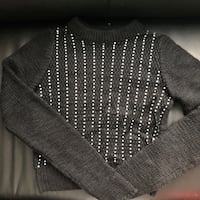 gray and white knitted sweater 535 km