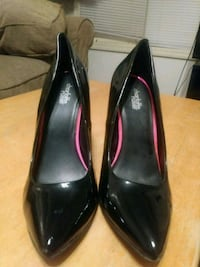 pair of black patent leather heeled shoes Fayetteville, 28303